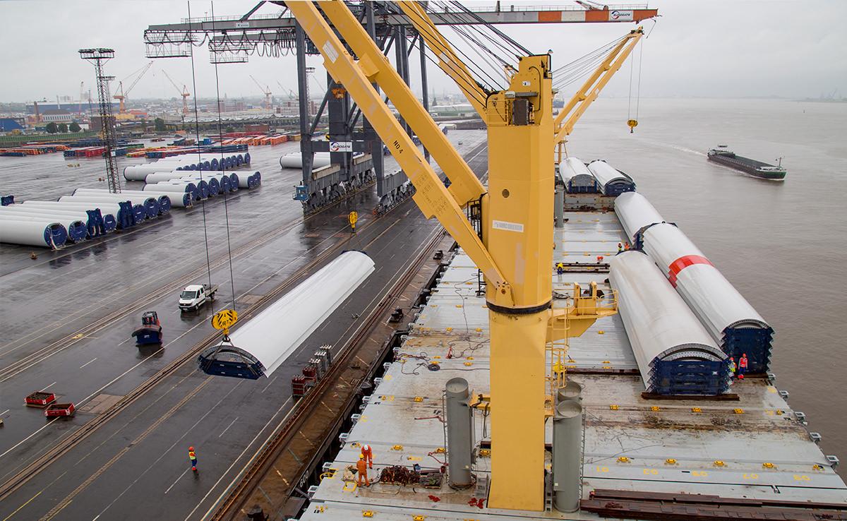 Marlow Navigation Video Dokumentation - Eurogate Bremerhaven - Vestas Verladung Luftbild