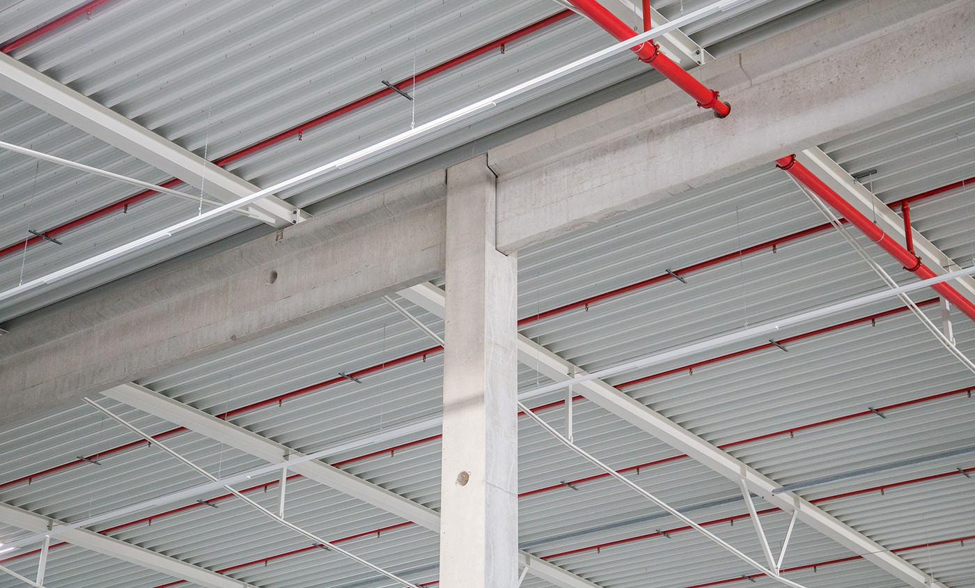 Max Boegl - Baudokumentation - Logistikhalle - Pfeiler Dachkonstruktion